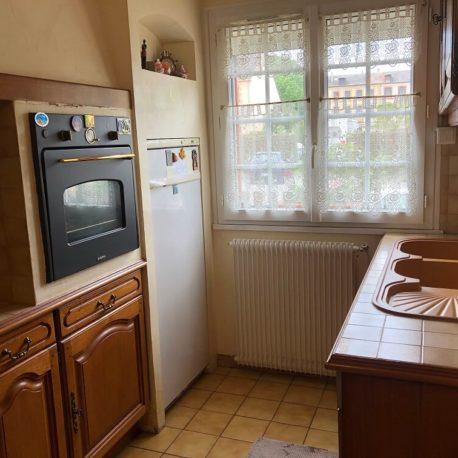 Cuisine aménagée et équipée – maison F5 – St Pierre les Elbeuf – ST Immobilier Elbeuf