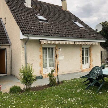 Extérieur cour avec terrasse – maison F5 – St Pierre les Elbeuf – ST Immobilier Elbeuf