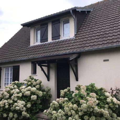 Façade avec garage côté rue maison Villers sur Mer – ST Immobilier Elbeuf