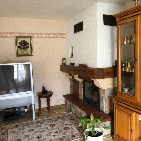Salon avec cheminée et insert – maison F5 – St Pierre les Elbeuf – ST Immobilier Elbeuf