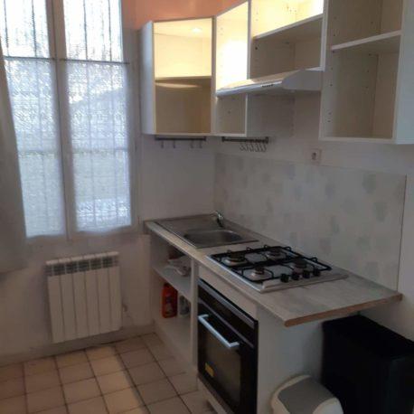 Cuisine aménagée et équipée – appartement F1 – Caudebec les Elbeuf – ST Immobilier Elbeuf
