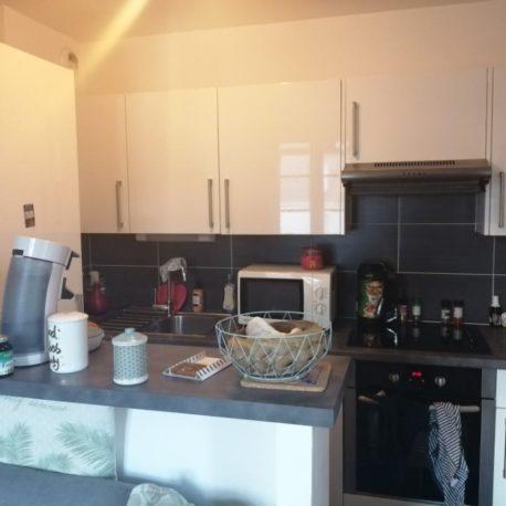 Cuisine équipée et aménagée – appt F2 duplex – rue des Bonnes Femmes – Dieppe – Exclusivité – ST Immobilier Elbeuf