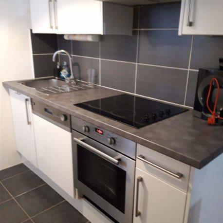 Cuisine ouverte équipée et aménagée – appartement F2 – Dieppe – Exclusivité – ST Immobilier Elbeuf